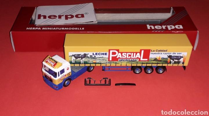 Coches a escala: Camión Man F-2000 M. Sanz Leche Pascual Uperisada, plástico esc. H0 1/87, Herpa Germany. Con caja. - Foto 2 - 153892582