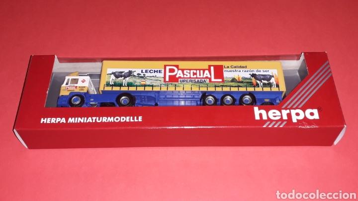 Coches a escala: Camión Man F-2000 M. Sanz Leche Pascual Uperisada, plástico esc. H0 1/87, Herpa Germany. Con caja. - Foto 6 - 153892582