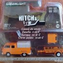 Coches a escala: GREENLIGHT SERIES 11 - 1978 VOLKSWAGEN TYPE 2 DOUBLE CAB PICKUP AND UTILITY TRAILER. Lote 153895198