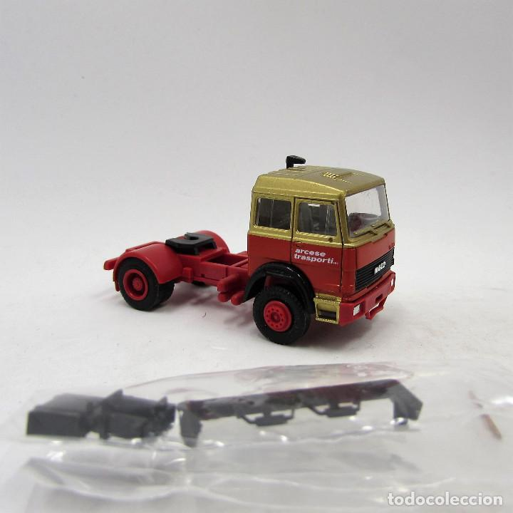 1//87 Herpa Iveco Turbo tractor Holzer