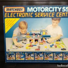 Coches a escala: MATCHBOX MOTORCITY 550 ELECTRONIC SERVICE CENTER. Lote 155515162