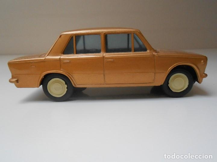 COCHE SEAT 124 PLASTICOS ALBACETE AÑOS 70 MADE IN SPAIN MODEL CAR PLASTIC FIAT ALFREEDOM (Juguetes - Coches a Escala Otras Escalas )
