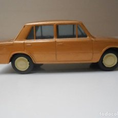 Coches a escala: COCHE SEAT 124 PLASTICOS ALBACETE AÑOS 70 MADE IN SPAIN MODEL CAR PLASTIC FIAT ALFREEDOM. Lote 161368058