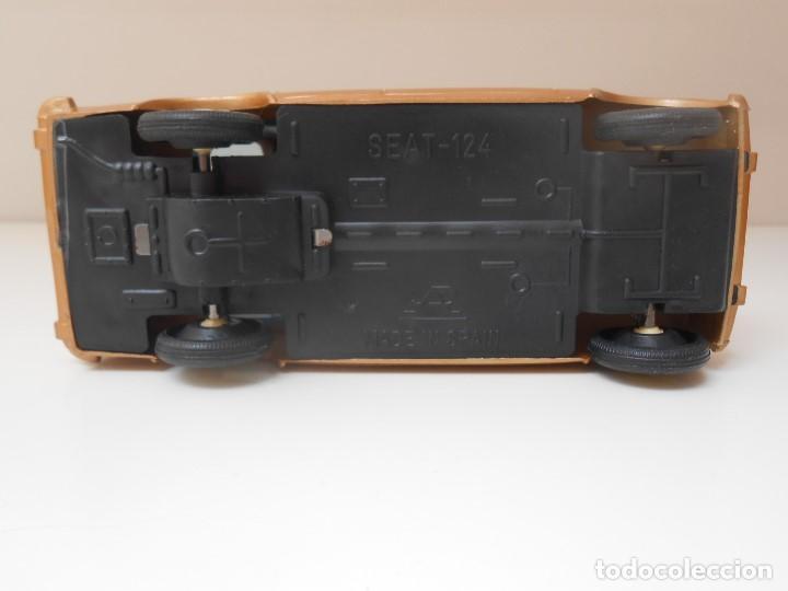 Coches a escala: COCHE SEAT 124 PLASTICOS ALBACETE AÑOS 70 MADE IN SPAIN MODEL CAR PLASTIC fiat alfreedom - Foto 5 - 161368058