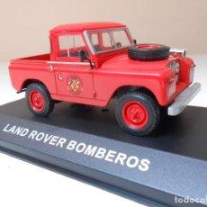 Coches a escala: 2778 COCHE LAND ROVER BOMBEROS IXO MODEL CAR 1/43 1:43 MINIATURE ALFREEDOM. Lote 169180556