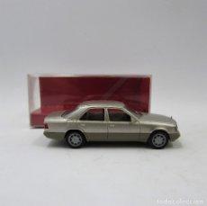Auto in scala: HERPA 031424 MERCEDES BENZ E 320 (W124) 1993-1995 PLATA AHUMADA MET. ESCALA 1/87 H0 (2917). Lote 175296487