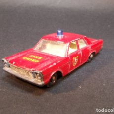 Coches a escala: MATCHBOX SERIES. Nº 55/59. FORD GALAXIE FIRE CHIEF. MADE IN ENGLAND. 34 G. 7 CM. ESTADO 8 SOBRE 10.. Lote 177072684