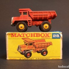 Coches a escala: MATCHBOX SERIES. Nº 28. MACK DUMP TRUCK. LESNEY. MADE IN ENGLAND. 54 G. 6,5 CM. ESTADO 9 SOBRE 10.. Lote 177207738