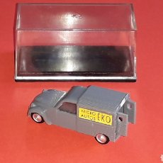Coches a escala: CITROËN 2CV 2-CV FURGONETA REF. 2034, PLÁSTICO ESC. 1/87 H0, EKO MADE IN SPAIN, ORIGINAL AÑOS 60.. Lote 177724994