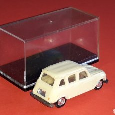 Coches a escala: RENAULT 4-L REF. 2047, PLÁSTICO ESC. 1/87 H0, EKO MADE IN SPAIN, ORIGINAL AÑOS 60.. Lote 177728748