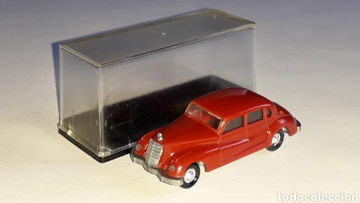 Coches a escala: Mercedes 300 ref. 2003, plástico esc. 1/87 H0, EKO made in Spain, original años 60. - Foto 2 - 177733049