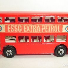 Coches a escala: DAIMLER BUS ESSO MATCHBOX LESNEY SUPERFAST NUMERO 74. Lote 177822800