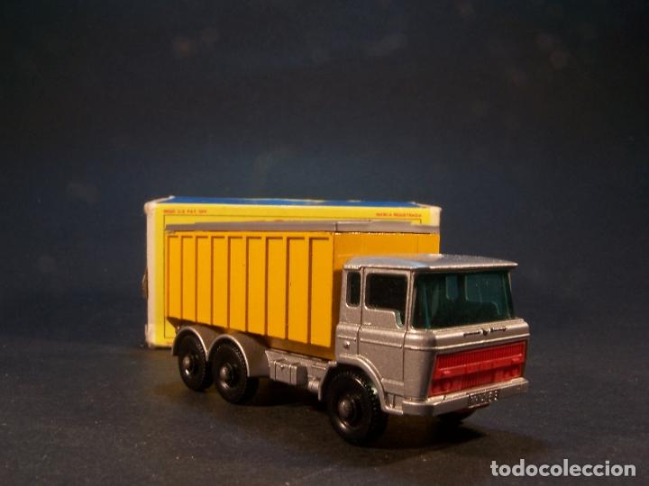 Coches a escala: Matchbox series. Nº 47. Tipper container truck. Made in England. 60 g. 7,5 cm. Estado 9 sobre 10. - Foto 3 - 179328811