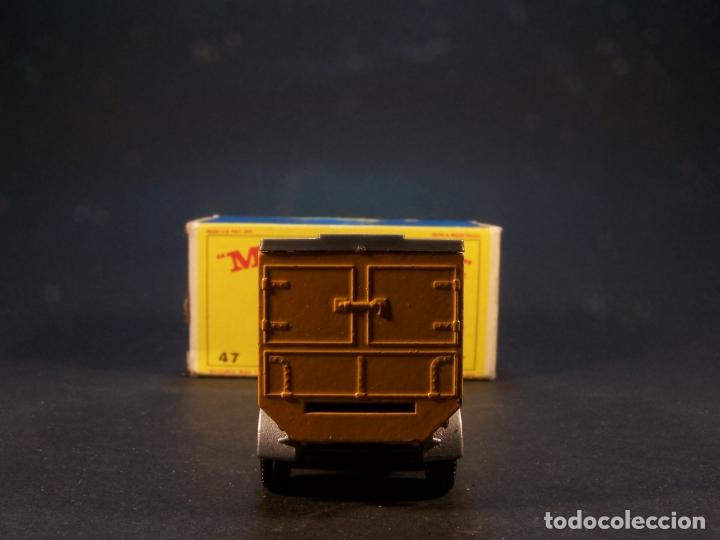 Coches a escala: Matchbox series. Nº 47. Tipper container truck. Made in England. 60 g. 7,5 cm. Estado 9 sobre 10. - Foto 4 - 179328811