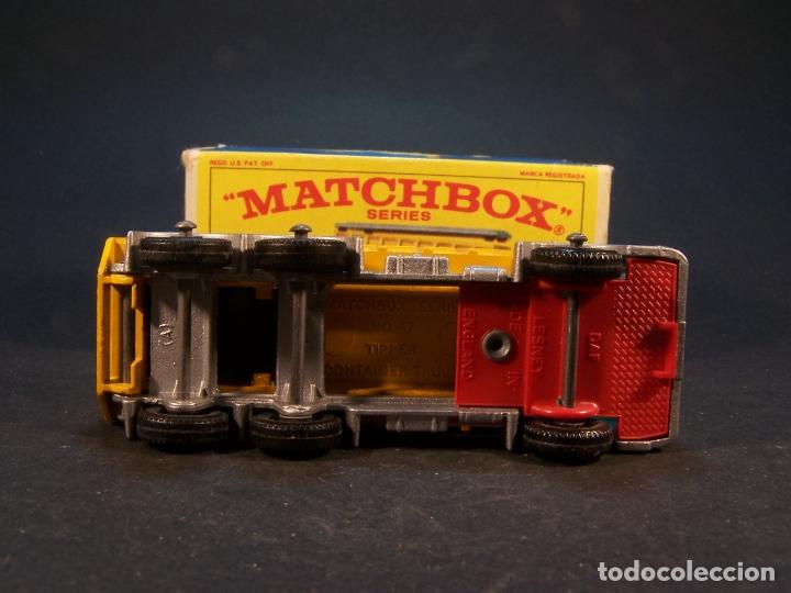 Coches a escala: Matchbox series. Nº 47. Tipper container truck. Made in England. 60 g. 7,5 cm. Estado 9 sobre 10. - Foto 7 - 179328811