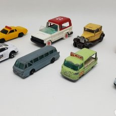 Coches a escala: COCHES GUISVAL MATCHBOX LESNEY GISIMA MAJORETTE ROYAL TIGER COACH COMMER MILK AMBULANCIA PITUFINA. Lote 182398433