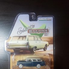 Coches a escala: 1/64 GREENLIGHT 1955 CHEVROLET NOMAD, GLACIER BLUE/SHORELINE BLUE. Lote 184011507