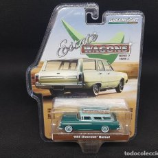 Coches a escala: 1/64 GREENLIGHT 1955 CHEVROLET NOMAD, GREEN WITH SURFBOARD RACK. Lote 184011756