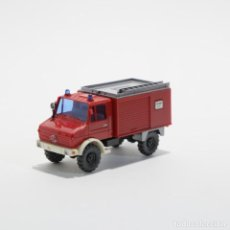 Coches a escala: CAMION MB UNIMOG BOMBEROS 1/87 H0 WIKING. Lote 189902001
