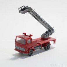 Coches a escala: CAMION MB BOMBEROS 1/87 H0 WIKING. Lote 189903006