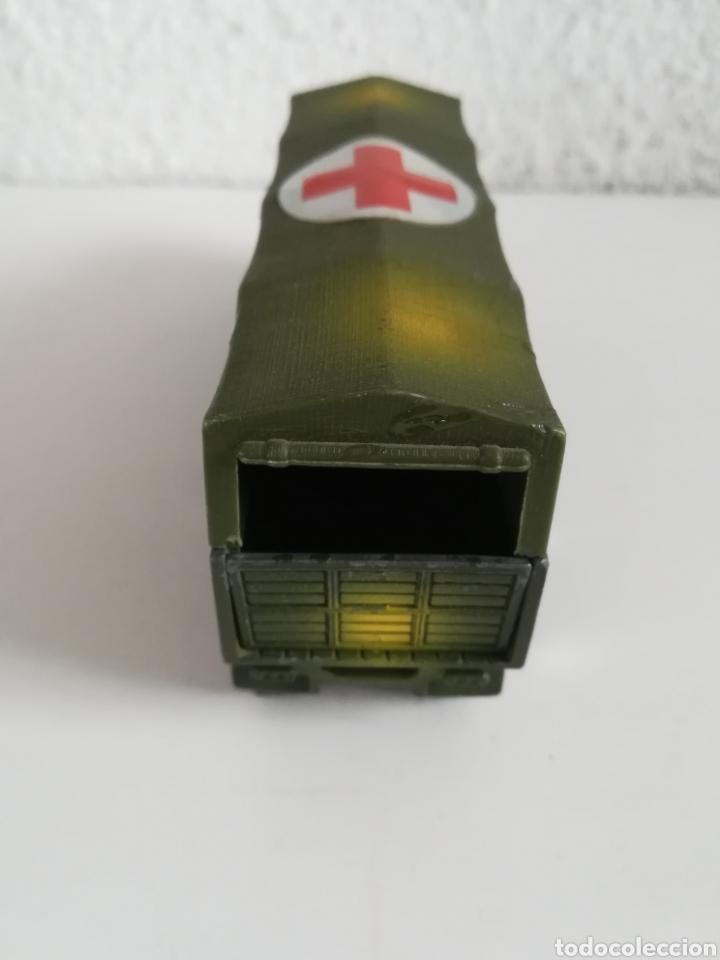Coches a escala: Camión Pegaso Cruz Roja Española - Fabricado por Mira - Miniatura Escala 1/64 - Militar Ejército - Foto 17 - 194224816