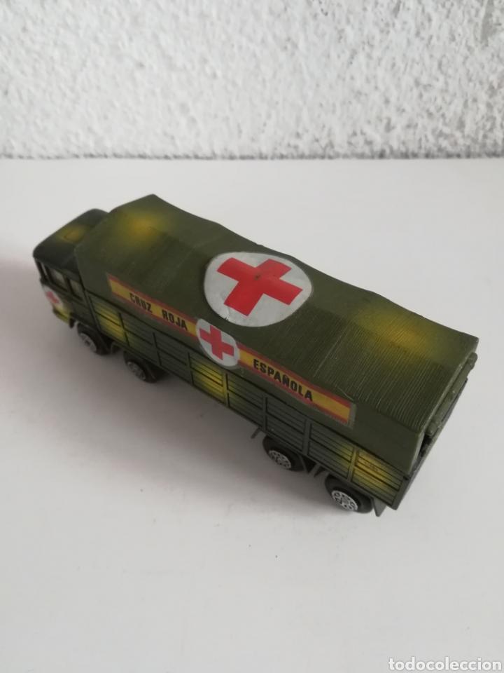 Coches a escala: Camión Pegaso Cruz Roja Española - Fabricado por Mira - Miniatura Escala 1/64 - Militar Ejército - Foto 21 - 194224816
