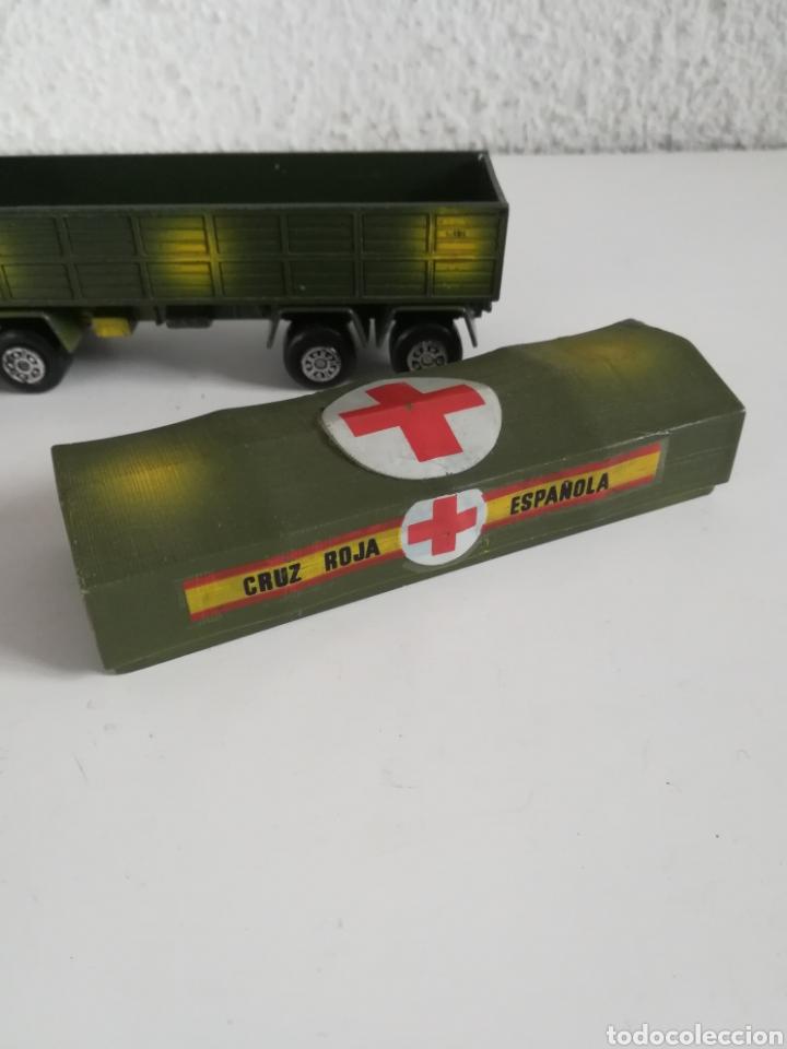 Coches a escala: Camión Pegaso Cruz Roja Española - Fabricado por Mira - Miniatura Escala 1/64 - Militar Ejército - Foto 24 - 194224816