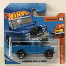 Coches a escala: HOT WHEELS LAND ROVER SERIES III PICKUP AZUL 1:64 HOTWHEELS 2019 / (3). Lote 194748925