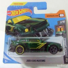 Coches a escala: 2005 FORD MUSTANG - HOT WHEELS MATTEL HW DREAM GARAGE 2020 2/10 ESCALA 1:64 COCHE AUTO TRACK STARS. Lote 195164272
