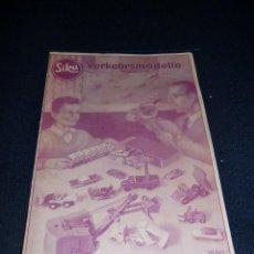 Coches a escala: RARO CATÁLOGO AUTOMÓVILES COCHES Y VEHÍCULOS COMPLEMENTOS, SIKU MADE IN GERMANY, ORIGINAL 1960. Lote 196765861