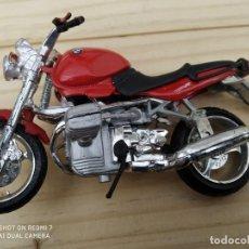 Coches a escala: MOTOCICLETA JUGUETE ESCALA BMW ROJA MAISTO. Lote 200612820