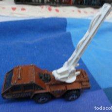 Auto in scala: COCHECITOS ARKANSAS 1980: 1/64 O SIMILAR: CAMION O GRUA MATTEL 1998. Lote 202738110