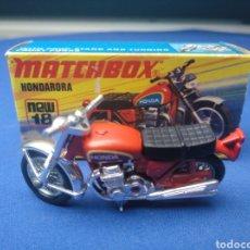 Coches a escala: MATCHBOX MOTO HONDARORA NEW 18 , NUEVO Y EN CAJA, ESCALA 1/64. Lote 204132872