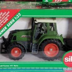 Coches a escala: SIKU 2968 FARMER 411-412 VARIO TRACTOR AGRICOLA ESCALA 1:32 METAL NUEVO. Lote 206563957