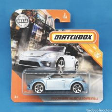 Coches a escala: MATCHBOX. VOLKSWAGEN THE BEETLE CONVERTIBLE 2/100. Lote 207259581