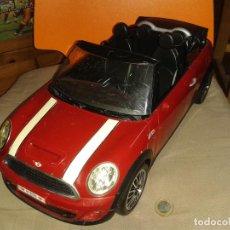 Auto in scala: MINI COOPER S CABRIO,MATTEL,AÑO 2012 DE KEN. Lote 207960435