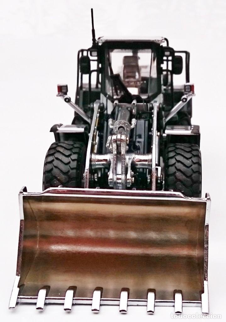 Coches a escala: UNIVERSAL HOBBIES KOMATSU WA 470 CHROME - SERIE LIMITADA Nº 1021 / 2000 - DESCATALOGADA - Foto 8 - 209979670