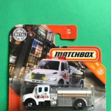Coches a escala: MATCHBOX 2020 - FREIGHTLINER M2 106 - 34/100 - NUEVO EN BLISTER - ESCALA 1:64 - TIPO HOT WHEELS. Lote 214881906