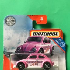 Auto in scala: MATCHBOX 2020 - 1962 VOLKSWAGEN BEETLE - 86/100 - NUEVO EN BLISTER - ESCALA 1:64 - TIPO HOT WHEELS. Lote 215377736