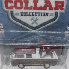 Coches a escala: VOLKSWAGEN VW TYPE 2 DOUBLE CAB PICK-UP GRUA (1968) GREENLIGHT 1/64. Lote 221648556