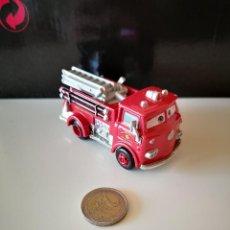Coches a escala: CAMION DE BOMBEROS RED PELICULA CARS 2 DISNEY PIXAR BUEN ESTADO EN GENERAL TIPO MAJORETTE VER FOTOS. Lote 221702235