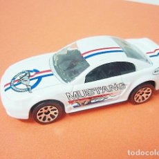 Coches a escala: MATCHBOX MB367 17 FORD MUSTANG COUPE DEL 1999. Lote 222383987