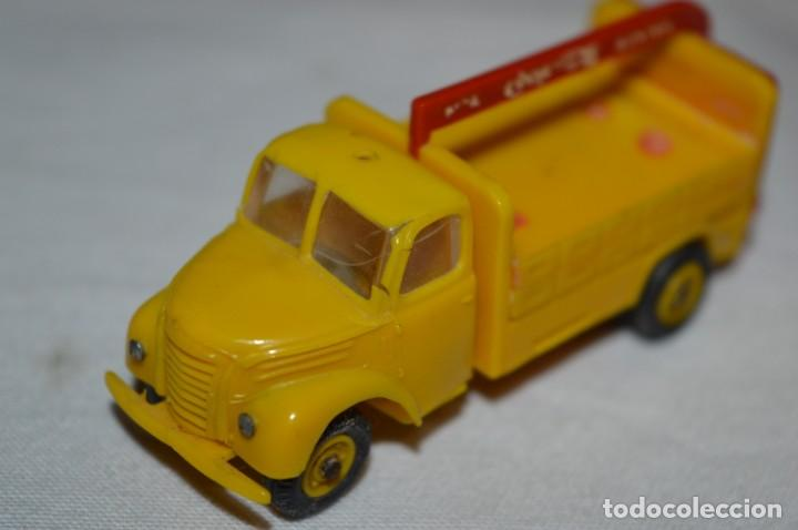 Coches a escala: Lote 04 - ANGUPLAS / MINI CARS - Camión EBRO COCA COLA - Muy ANTIGUO - ¡Mira fotos y detalles! - Foto 19 - 224660908
