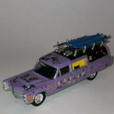 Coches a escala: 223 JOHNNY LIGHTNING COCHE FUNEBRE CADILLAC HEAVENLY HEARSE 1/64 DIECAST 1:64 ALFREEDOM. Lote 235127895