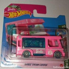 Auto in scala: HOT WHEELS BARBIE DREAM CAMPER. HW GETAWAYS 1/5 (6). Lote 239761430