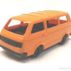 Coches a escala: VOLSKWAGEN VW BUS MADE IN GERMANY ESC 1/88, BUEN ESTADO. Lote 244961500