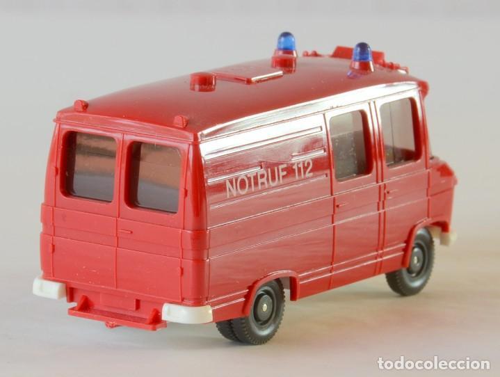 Coches a escala: Wiking Escala H0 1:87 Mercedes Benz 408 Ambulancia Bomberos - Foto 4 - 261122580