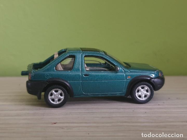 Coches a escala: Land Rover Freelancer. Escala 1/65 apox. Fabricante schuco. - Foto 5 - 261176925