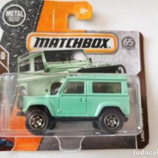 Auto in scala: LAND ROVER DEFENDER 90 1/64 MATCHBOX. Lote 265118669