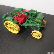 Auto in scala: TRACTOR JHON DEERE WATERLOO BOY KEROSENE METAL ERTL. Lote 276693728